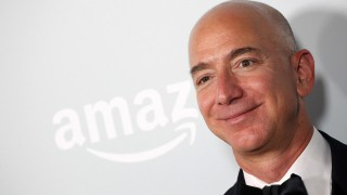Jeff Bezos, CEO-ul Amazon, este acum cel mai bogat om din lume