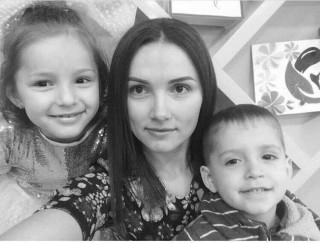 La un pas ca doi copii să rămână orfani: O femeie cere ajutorul cetățenilor, după ce a fost diagnosticată cu cancer