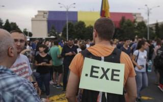 (video) Protest de amploare în Piața Victoriei din București: Aproximativ două mii de oameni au ieșit în stradă