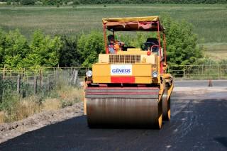 Monitorizează LIVE reparaţia celor 1300 de km de drumuri din Moldova!
