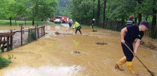 România: 22 de localităţi din 14 judeţe, afectate de ploi. Case, anexe gospodăreşti și subsoluri, inundate