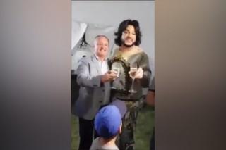 """Stop cadru: Imagini video virale cu Igor Dodon și Filip Kirkorov cântând """"Цвет настроения синий"""""""