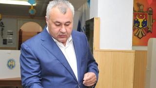 (stop cadru) Primarul de Bălți nu cunoaște deloc limba de stat. A avut nevoie de traducător pentru a înțelege discursul ambasadorului Japoniei la Chișinău, care vorbea în română
