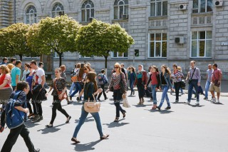 Studiu: Fragilitatea este un indicator al riscului de deces și în cazul persoanelor tinere