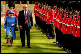 (vdeo) Gafele lui Donald Trump la vizita reginei Marii Britanii: A făcut-o să-l aștepte și apoi i-a întors spatele