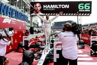 (video) Acum sunt chit. Cum Lewis Hamilton a câştigat acasă la Sebastian Vettel