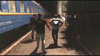 (video) Angajați ai Întreprinderii Calea Ferată din Moldova, implicați în contrabandă cu țigări, în proporții deosebit de mari
