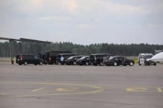 (video) Maşinile din escorta prezidenţială a lui Vladimir Putin au fost aduse în Helsinki cu un Iliușin Il-76