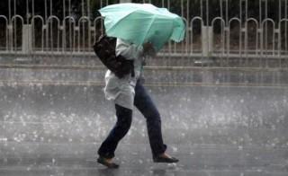 (video) Vremea s-a schimbat brusc în nordul țării: Vânt puternic și ploaie cu grindină la Șoldănești