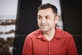 Vlad Costandoi în studioul UNIMEDIA