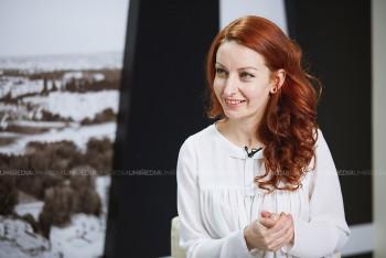Iulia Nazaria în studioul UNIMEDIA