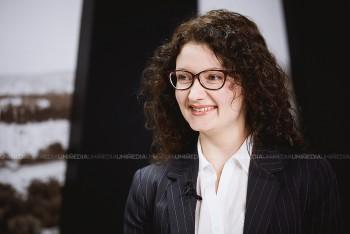 Sorina Macrinici în studioul UNIMEDIA